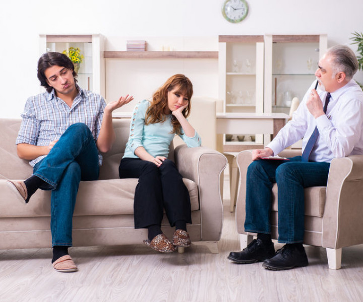 The young pair visiting experienced doctor psychologist
